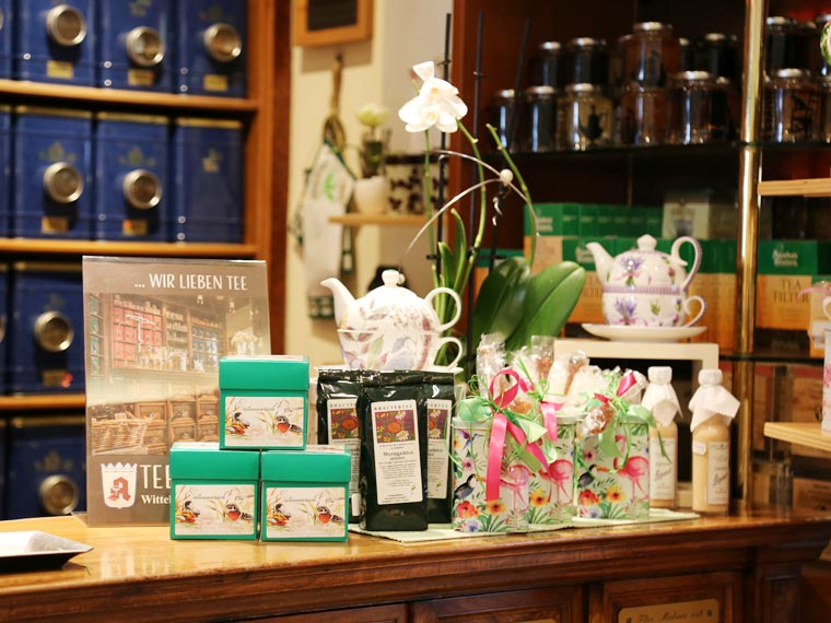 Großes Teesortiment in der Wittelsbacher Apotheke